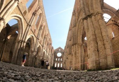 Abbazia di San Galgano e la spada nella roccia (VIDEO)